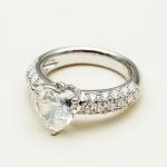 石川梨華と野上亮磨の婚約(結婚)指輪の値段はいくら?ブランドはラジョラジュエリー!
